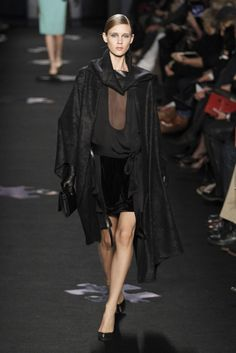 Deconstructed and then reconstructed. I would wear this in a second. Would you? Adore all the folds and draping. DVF TRW Fall '12