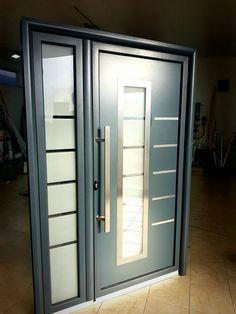 Aluminium front door  ral 7016 Main Gate, Main Door, Front Gate Design, Door Design, House Entrance, Entrance Doors, Aluminium Front Door, Front Door Handles, Home Decor Shelves
