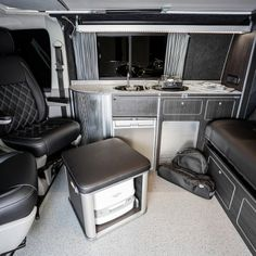 The Underwood's Traditional 'Lux' Camper Conversion - New Wave Custom Conversions Vw Transporter Conversions, Vw Camper Conversions, Camper Van Conversion Diy, Vw T5 Interior, Campervan Interior, Campervan Ideas, Caravan Ideas, Sw4 Toyota, Land Rover Defender