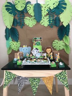 Safari Theme Birthday, Baby Boy 1st Birthday Party, Birthday Themes For Boys, Dinosaur Birthday Party, Jungle Theme Cakes, Birthday Room Decorations, Hawaiian Party Decorations, Diy Safari Decorations, Festa Safari Baby