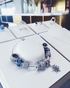 Today brings fresh updates on the Pandora AW17 collections, with some new live images from press previews in Poland and Spain! I have previously posted two teasers and sneak peek posts, but this brings some glimpses at extra pieces, with a few intriguing new pieces from the Winter collection revealed. We also have a nice selection of … Read more...