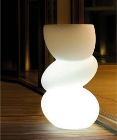 Love this outdoor lamp!
