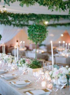 Marian & Peter's September wedding reception at Lowndes Grove Plantation in Charleston, South Carolina | Wedding and floral design by Tara Guérard Soirée | Photo by Elizabeth Messina