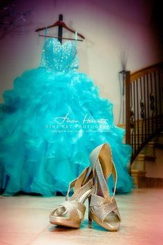 The dress is ready, the cake is ready so what's next? Make sure to add these Quinceanera pictures & don't forget to say C-H-E-E-S-E!