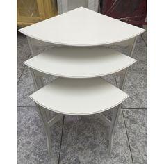 Trio de mesas para canto