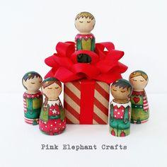 Peg Doll Christmas elves www.pinkelephantcrafts.wales
