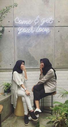 36 Ideas style hijab remaja gendut hi Casual Hijab Outfit, Ootd Hijab, Girl Hijab, Muslim Fashion, Ootd Fashion, Trendy Fashion, Outfit Essentials, Portfolio Design, Background For Photography
