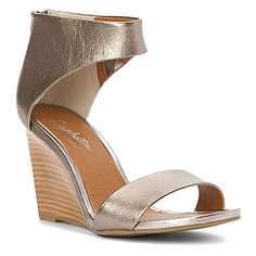 I bought these for an outdoor wedding and love them! Super comfy and very versatile.