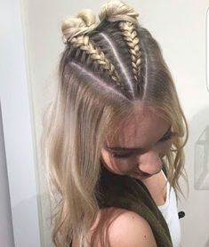 Triangle pull up Dutch tresse . - Haare -You can find Dutch braids and more on our website.Triangle pull up Dutch tresse . Cute Braided Hairstyles, Dance Hairstyles, Box Braids Hairstyles, Hairstyle Ideas, French Hairstyles, Hairstyle Short, School Hairstyles, Braided Mohawk, Thin Hairstyles