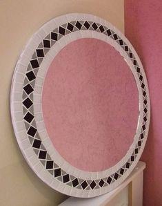 Espelho redondo em mosaico de pastilha de vidro com espelho cristal 3mm ( não distorce a imagem refletida). Cores - escolha as suas combinações de cores. Tamanhos - 59,5 cm de diâmetro ( pode ser feito em vários tamanhos). frete por conta do comprador R$ 245,00 Decor Interior Design, Interior Decorating, Mirror Mosaic, Mirror Bathroom, Home Art, Stained Glass, Home Goods, House Design, Tableware