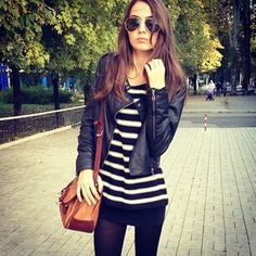 I like this monochrome outfit, broken up by the brown accent of the bag.