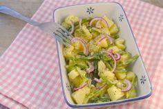 Aardappelsalade met sperziebonen en rode ui