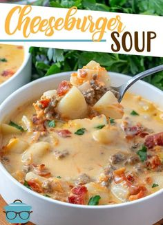 The best cheeseburger soup Cheeseburger soup is the ultimate comfort soup. Chock full of seasoned ground beef, potatoes, onions, cheese all in a creamy soup! Ground Beef And Potatoes, Soup With Ground Beef, Ground Beef Soups, Cheese Burger, Bon Dessert, Cooking Recipes, Healthy Recipes, Healthy Soups, Yummy Recipes