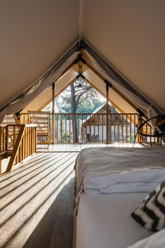 Glamour & style - perfect Glamping units to host you on 2 floors and 50 sqm! Parks, Glamping, Floors, Stairs, The Unit, Glamour, Design, Home Decor, Style
