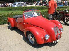 MIS Jawa 350, Československo 1958 Dvoudveřový dvoumístný roadster, motor vpředu a pohon předních kol. Dvoudobý vzduchem chlazený dvouválec Jawa, objem 344 cm³, vrtání 58 mm a zdvih 65 mm, komprese 7,0, výkon 12 kW (16 koní) při 4500 ot/min. Čtyřstupňová převodovka, maximální rychlost 80 km/h. Jediný automobili MIS 350 si ručně postavil v roce 1958 Miloš Schütz. *petas