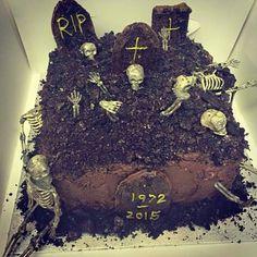 Halloween birthday cake, chocolate dipped gravestones and rushed oreo mud!