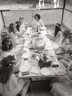 Are you after something different to do with your girlfriends ? Have a birthday coming up or needing to organize a hens day ??? Why not have an afternoon of pampering and activities.   Have a beauty treatment to start while the rest of the party enjoy champagne and grazing boards whist getting creative and making a flower crown or macrame hanging. Or why not take your pampering to another level with a DIY skin care product to make and take home.   We can Tailor any package to suit you.  So…