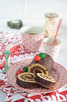 Tronco de navidad relleno de trufa de chocolate y avellana con paso a paso