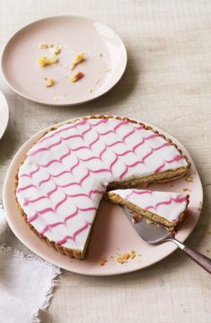 I love any bakewell tart and this spectaculr Mary Berry bakewell tart from The Great British Bake Off is as classic and classy as they get. Tart Recipes, Sweet Recipes, Baking Recipes, Dessert Recipes, Baking Ideas, The Great British Bake Off, British Baking, Quiches, Crack Crackers