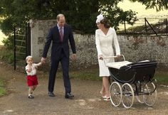 LONDEN - Prins William en zijn echtgenote Kate kijken alvast uit naar Kerstmis, de eerste editie die ze vieren met twee kinderen. Hun zoontje prins George weet volgens William al goed wat kerst is. ''George zal rondstuiteren als een konijn'', zegt prins William in een interview. (Lees verder…)