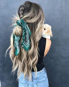 1 Scarves new trends 2 Scarf trends trends and tendencies 3 Trendy scarves: fashionable colors and prints Scarf Hairstyles, Summer Hairstyles, Pretty Hairstyles, Braided Hairstyles, Fashion Hairstyles, Black Hairstyles, Curly Haircuts, Latest Hairstyles, Hairstyle Ideas