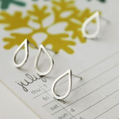 Love these droplette earrings by MiniCyn on Etsy! So simple and chic.
