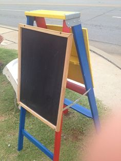 Turn a ladder into an easel.