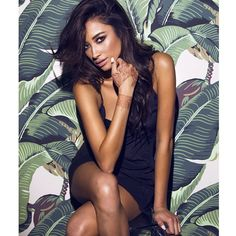 Shay Mitchell is looking drop-dead gorgeous here. | Pretty Little Liars