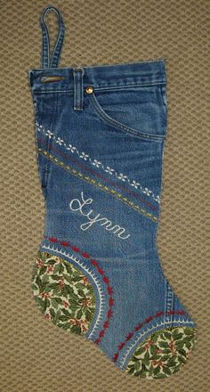 Trendy Sewing To Sell Free Pattern Christmas Stockings Ideas Jean Crafts, Denim Crafts, Christmas Sewing, Christmas Crafts, Christmas Printables, Santa Stocking, Stocking Ideas, Sewing To Sell, Stocking Pattern