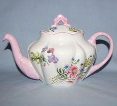 Shelley Dainty, Tea Pot. Pattern: ?