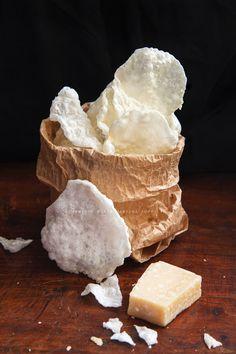 Le chips di parmigiano soffiate sono un complemento davvero originale e gustoso…