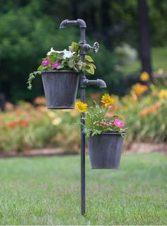 Flower Garden Stakes This double plant holder stake will hold two plants at the same time. This piece measures tall and spread from plant holder to plant holder. flower pots are included. Flower Garden Stakes Only . Ideas Para El Patio Frontal, Unique Garden, Cool Garden Ideas, Front Yard Landscaping, Landscaping Ideas, Rustic Landscaping, Backyard Patio, Backyard Ideas, Mulch Landscaping