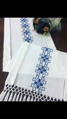 Flower Embroidery Designs, Embroidery Patterns, Hand Embroidery, Crochet Square Patterns, Crochet Stitches Patterns, Cross Stitch Borders, Cross Stitch Patterns, Needlepoint Stitches, Knitting Videos