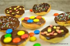 Kleine Mini Amerikaner sind eine nette Kleinigkeit für den Kaffeetisch und ganz schnell im Mund. Ein schnelles, leckeres Rezept und süß verziert.