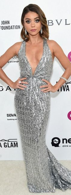 Who made Sarah Hyland's silver plunge gonw?