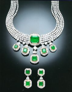 A SUITE OF HIGHL IMPORTANT EMERALD AND DIAMOND JEWELLERY, BY TABBAH
