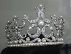 Modern Tiara, South Korea (pearls, diamonds). In the Tongyeong Pearl Museum.
