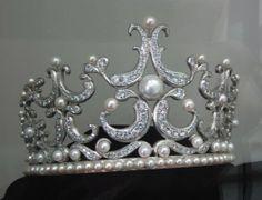 Modern Tiara, South Korea (pearls, diamonds). In the Tongyeong Pearl Museum.