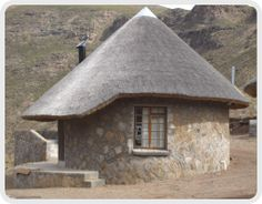 Chalets in the Sky - Rondavel structure Thatched House, Thatched Roof, Mud House, Small House Design, Small House Plans, Campsite, Tents, Architecture, House Styles
