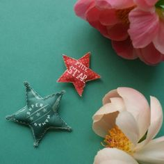ces deux étoiles, une pour maman, une pour petite fille, sont faciles à fabriquer pour l'occasion de la fête des mères. Sur Marie Claire Idées .com