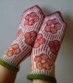 """Mittens """"Flowers"""" Fingerless Mittens, Knit Mittens, Mitten Gloves, Intarsia Knitting, Hand Knitting, Crochet Chart, Knit Crochet, Wrist Warmers, Knitted Bags"""