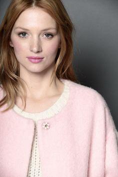 Un petit manteau rose très tendre ! Roland, Women's Fashion, Dresses, Style, Jacket, Bra, Vestidos, Swag