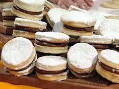 Recetas Choly Berreteaga | Alfajores 4 ingredientes | Utilisima Choly Berreteaga, Food Fantasy, Cupcakes, Brownie Cookies, Mexican Style, Dessert Recipes, Desserts, Food Porn, Cooking Recipes
