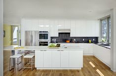 Modern kitchen in white and black marble