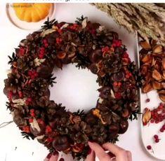 Pinecone Crafts Kids, Pine Cone Crafts, Thanksgiving Crafts, Crafts For Kids, Kids Diy, Diy Spring Wreath, Diy Wreath, Christmas Diy, Christmas Decorations
