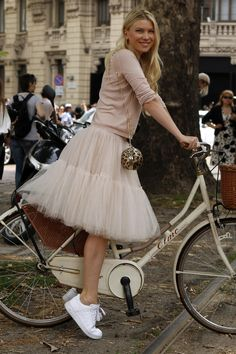 Gallery: Womens Street Style at Milan Fashion Week Spring 2015 menswear P - Womens Bicycle - Ideas of Womens Bicycle - Gallery: Womens Street Style at Milan Fashion Week Spring 2015 menswear Photo by Anthea Simms Black Tulle Skirt Outfit, Tulle Skirt Dress, Tulle Skirts, Tulle Skirt Outfits, Tutu Skirt Women, Women's Skirts, Silvester Outfit, Robes Tutu, Petticoats
