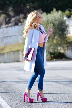 Fashion blogger Ele Petrella wearing Anneclaire Knitwear and bold bijoux streetsyle look