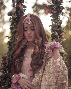 bridal jewelry for the radiant bride Pakistani Bridal Hairstyles, Pakistani Bridal Makeup, Pakistani Wedding Outfits, Bridal Outfits, Indian Bridal, Wedding Hairstyles, Wedding Looks, Bridal Looks, Dream Wedding
