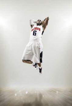 Lebron James con la equipación de Nike para el equipo de baloncesto de los  Estados Unidos f3387ac566f