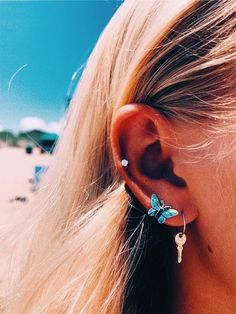 bling bling 💎💸 q: do you have a double piercing? - bling bling 💎💸 q: do you have a double piercing? Ear Jewelry, Cute Jewelry, Jewelry Sets, Jewelry Accessories, Jewlery, Gold Jewelry, Jewelry Logo, Jewelry Holder, Handmade Accessories